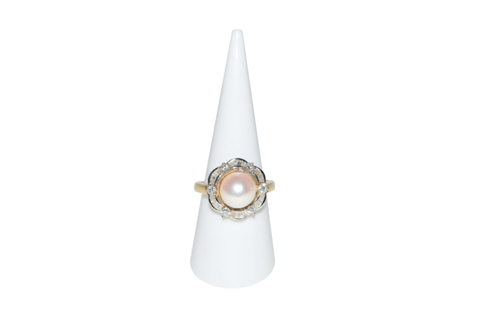 Los 89 - Brilliant ring with South Sea pearl18Kt gold ring with diamonds, total carat weight approx. 0.65ct