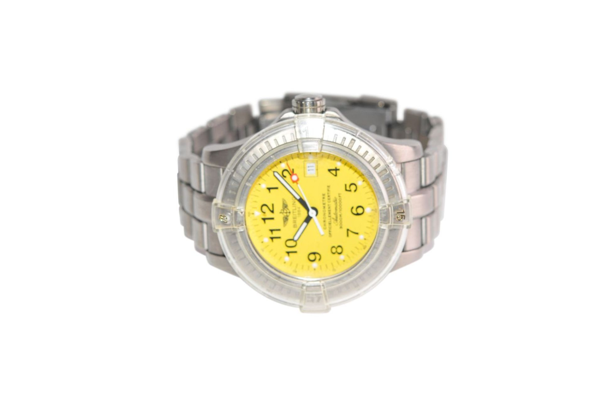 Los 20 - Breitling Avenger II Seawolf45mm steel watch with automatic movement cobra yellow dial with steel