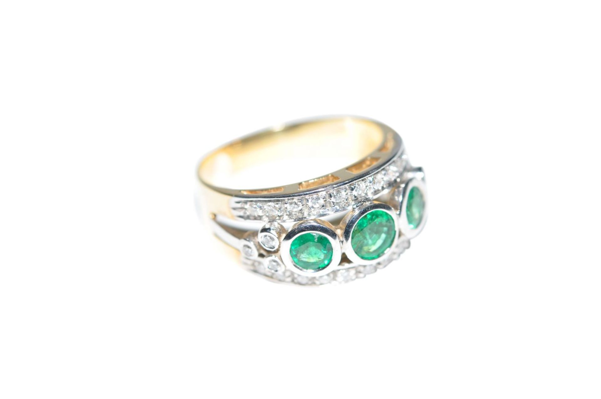 Los 95 - Brilliant ring with emerald18Kt gold ring with diamonds, approx. 0.65ct and emeralds, approx. 0.