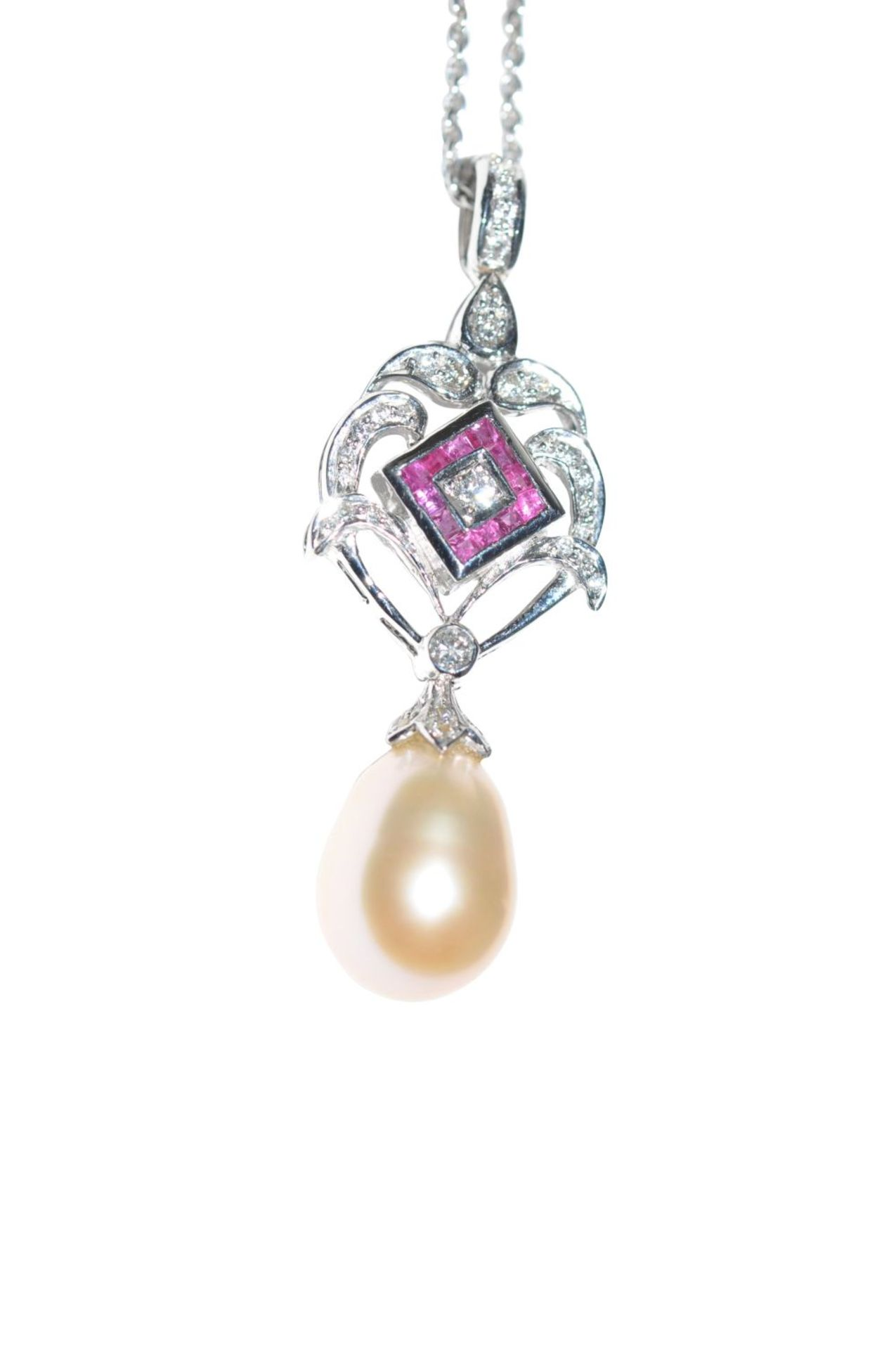 Los 96 - Pendant with chainWhite gold pendant, 18kt, with diamonds approx. 0.27ct, a ruby, approx. 0.27ct and