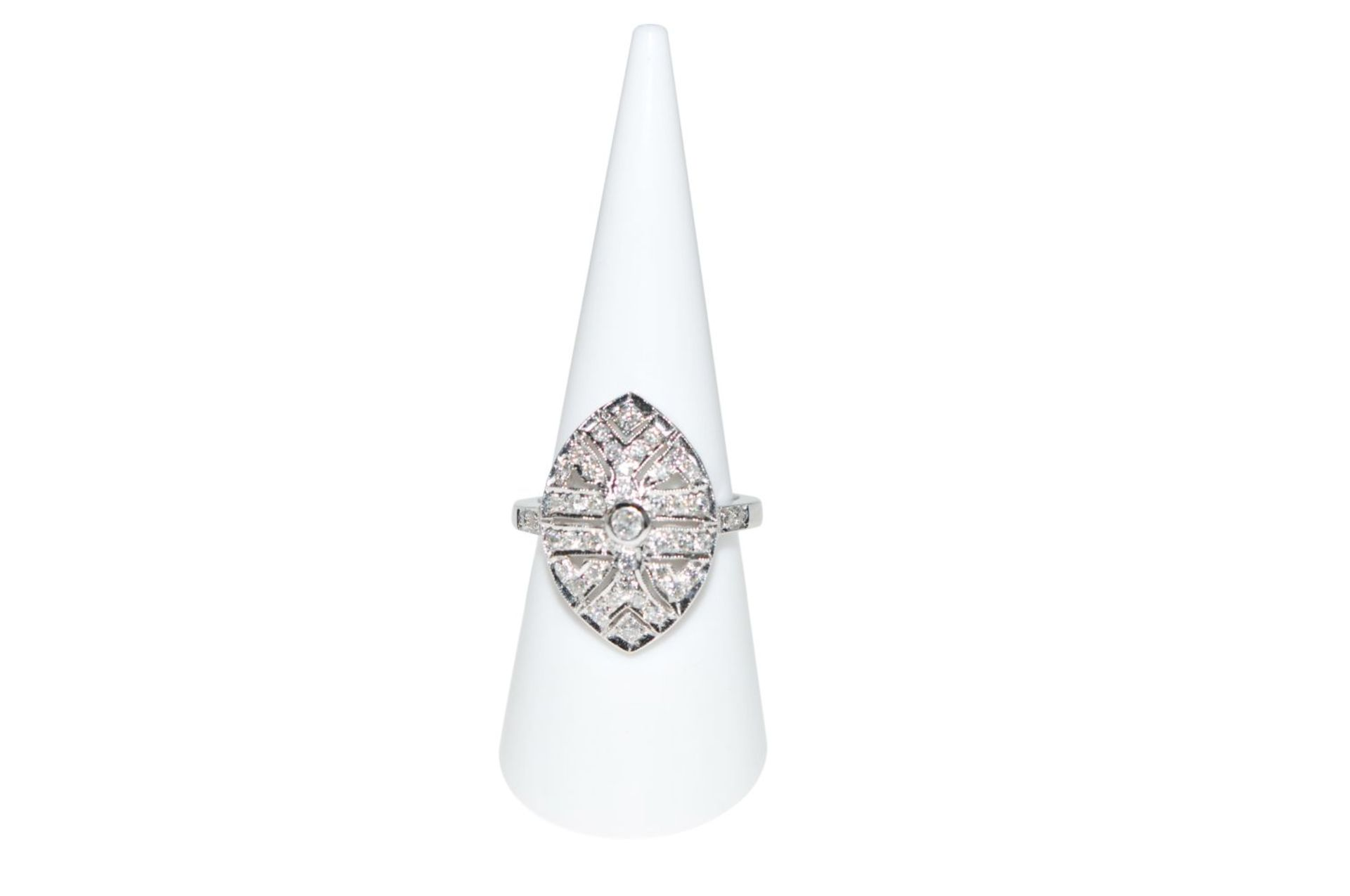 Los 102 - Diamond ring18Kt white gold ring with diamonds total carat weight approx. 0.83ct, total weight 7.4g,