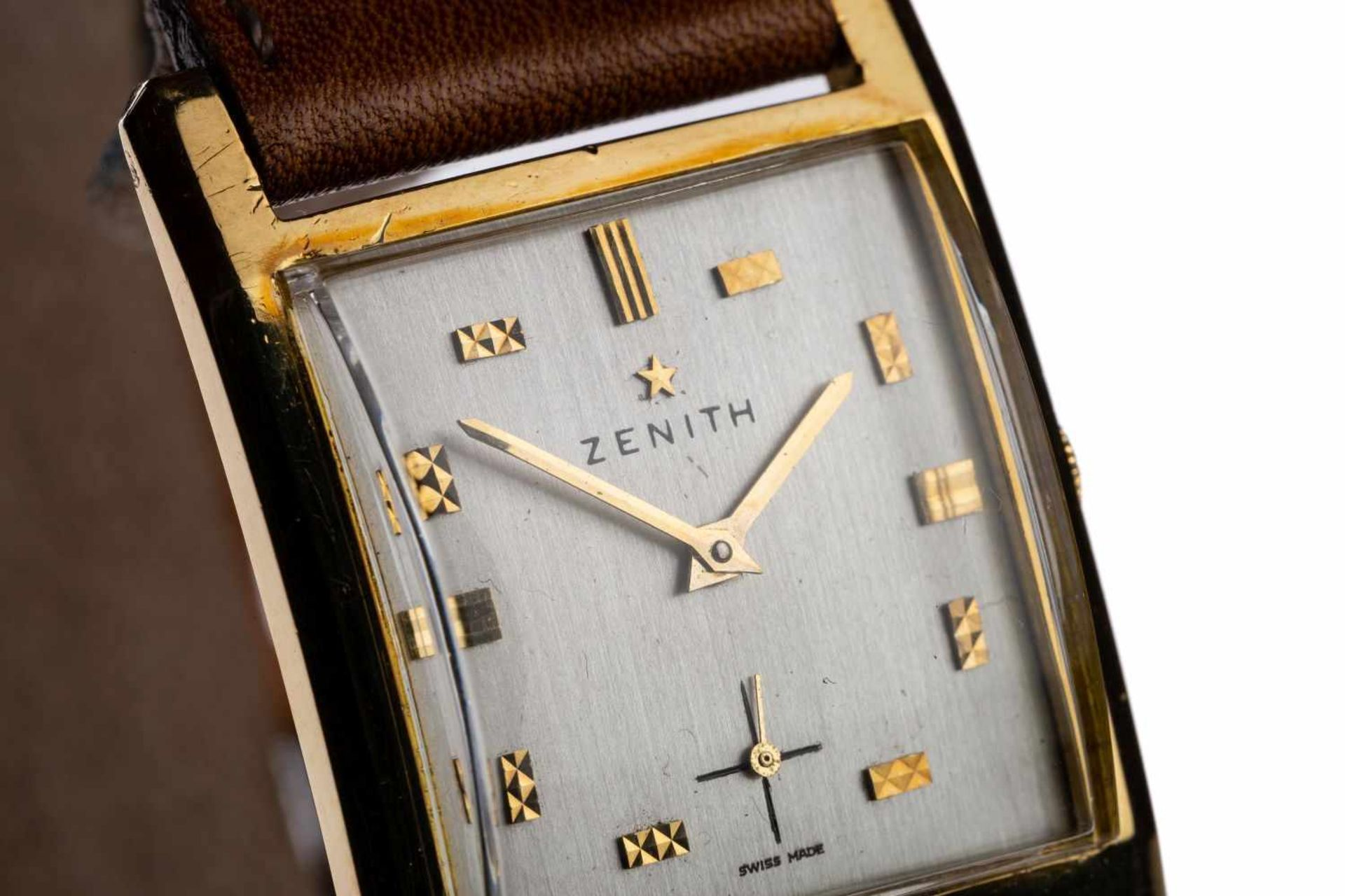 Los 84 - Zenith Vintage18kt gold watch on leather strap 37x26mm, manual wind construction year 1940 -