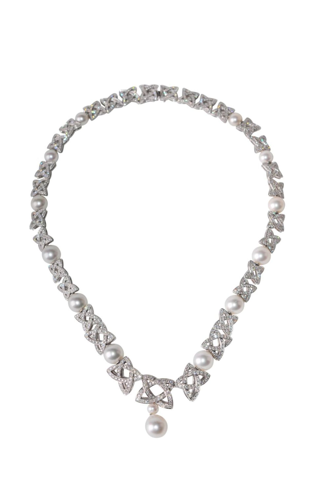 Los 120 - Brillant-Pearl-Necklace18kt white gold Necklace with brilliants total weight approx. 8ct and South