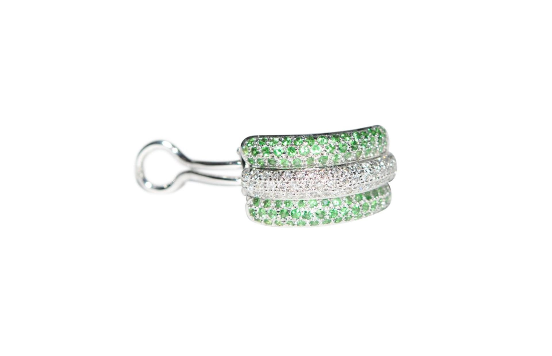 Los 105 - Ear clips18Kt white gold ear clips, with diamonds total carat weight approx. 0.77ct and tsavorite,