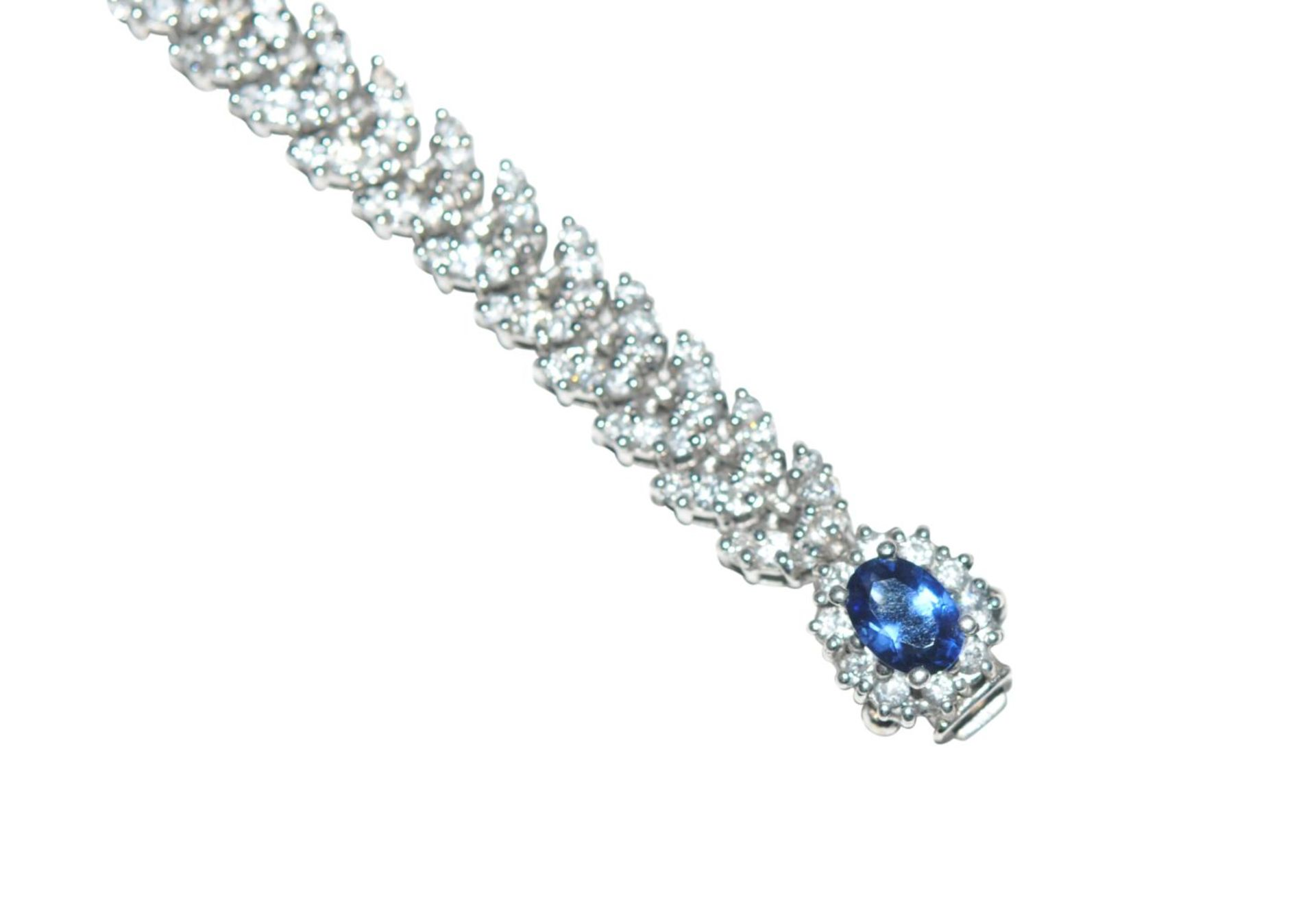 Los 118 - Brilliant braceletBracelet, white gold 18kt, with diamonds total carat weight approx. 6ct, and a