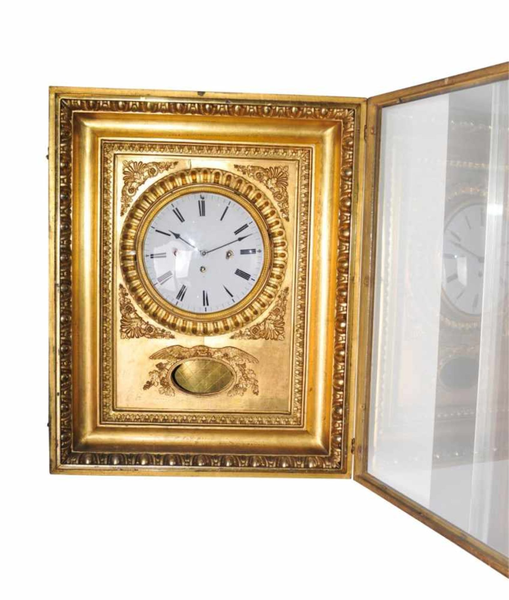 Los 57 - Viennese frame clockDecorative Viennese frame clock in gold-plated wooden frame with 4/4 striking