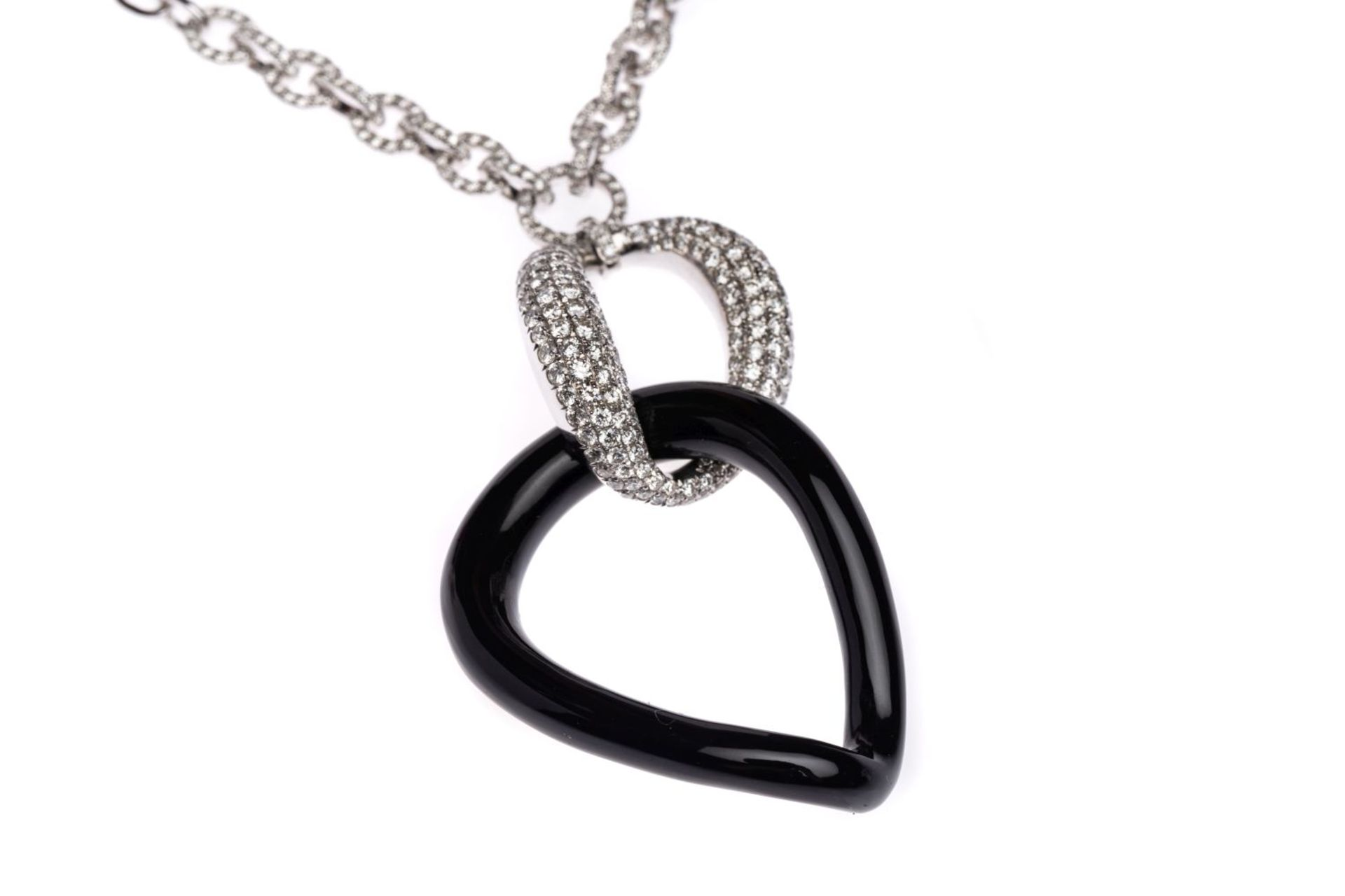 Los 124 - White gold necklace with Onyx18k white gold Necklace with diamonds total carat weight 3.05 ct, and