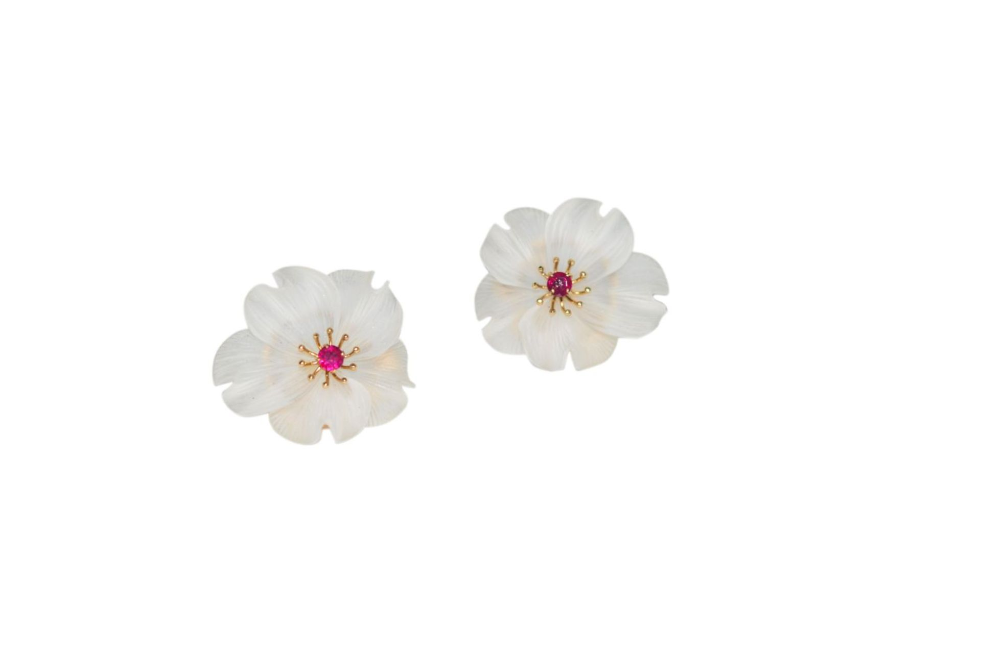 Los 115 - Ear clipsEarclip, carved Rock crystal flowers with delicate gold mounting, patents without