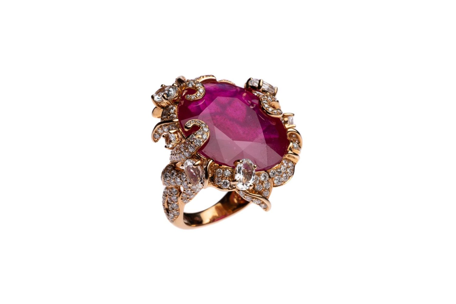 Los 123 - Cocktail ring18Kt rosegold Cocktail ring with diamonds total carat weight approx. 3 ct, one ruby