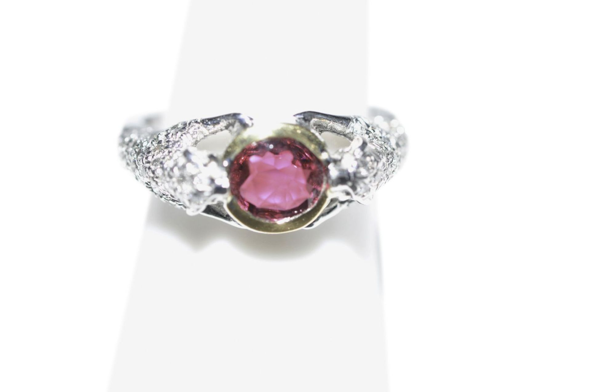 Los 93 - Brilliant ring with tourmaline18kt white gold ring with diamonds, approx. 0.39ct and a tourmaline,