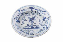 Sawankhalok TellerEin runder Teller, Porzellan mit blauer chinesischer Malerei. Teller am Rand