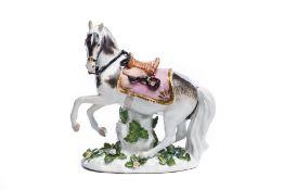 Gesatteltes Pferd mit braunem Sattel, Meissen 1720