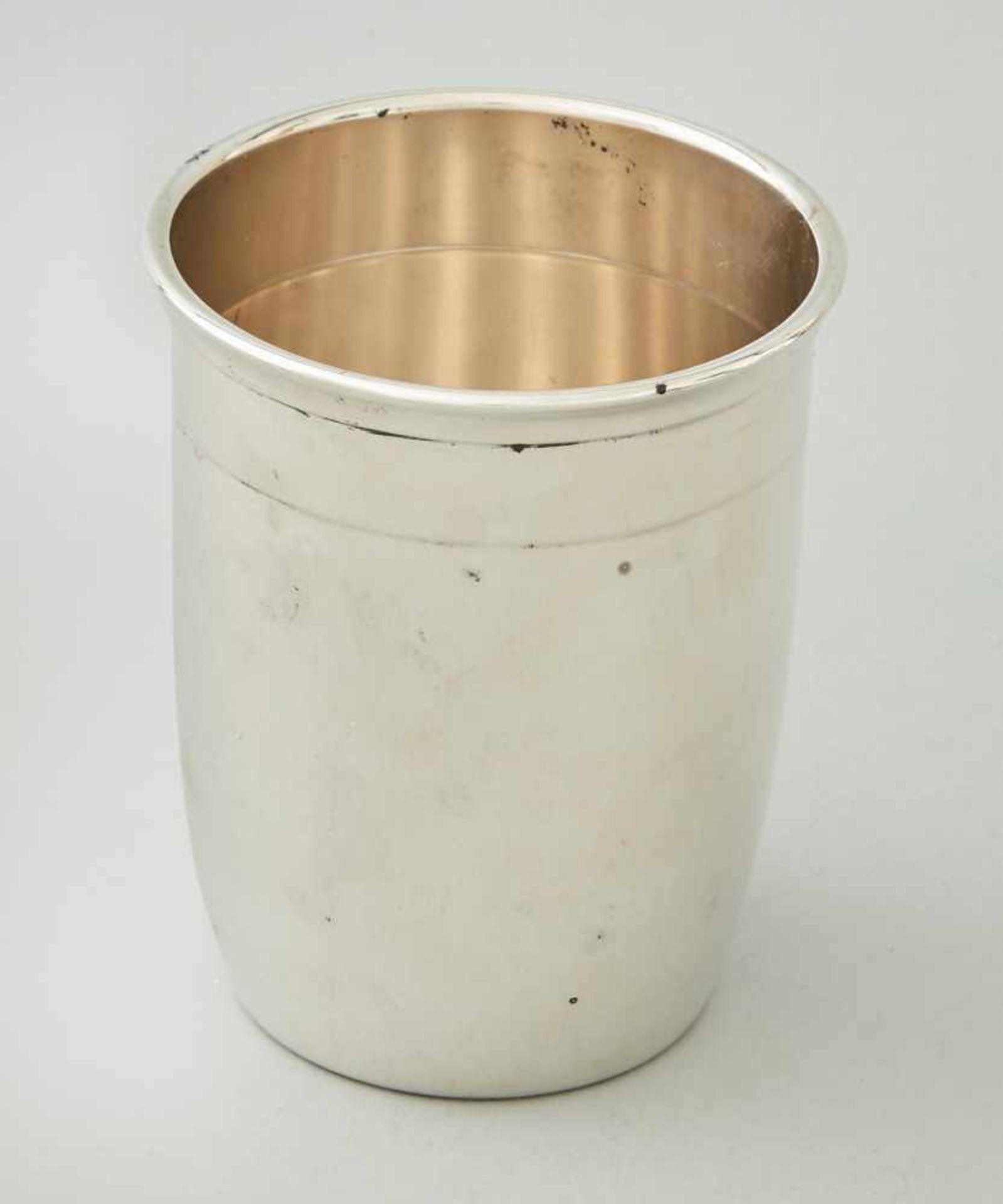 Los 67 - Silberbecher SterlingStempel, Halbmond Krone sowie Meistermarke 'EH'.Gewicht 143 Gramm, Höhe 9,5 cm