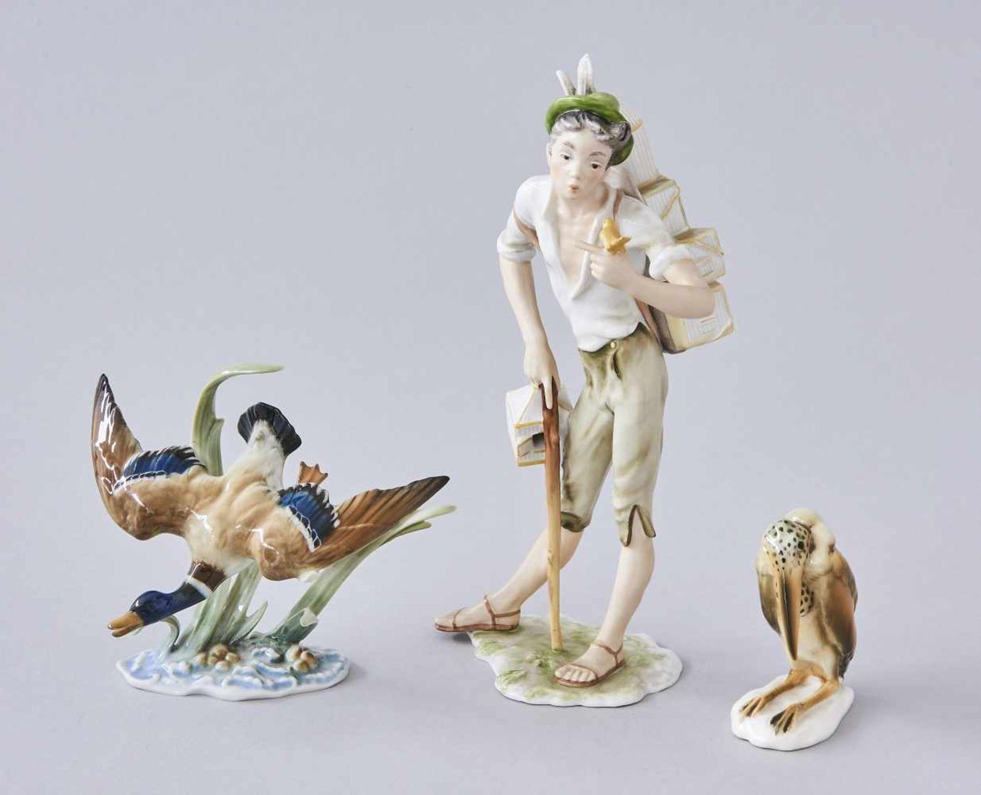 Los 17 - Konvolut drei PorzellanfigurenVogelmeister, Alka Kunst Bavaria, Höhe 22,5 cm, Wildente,