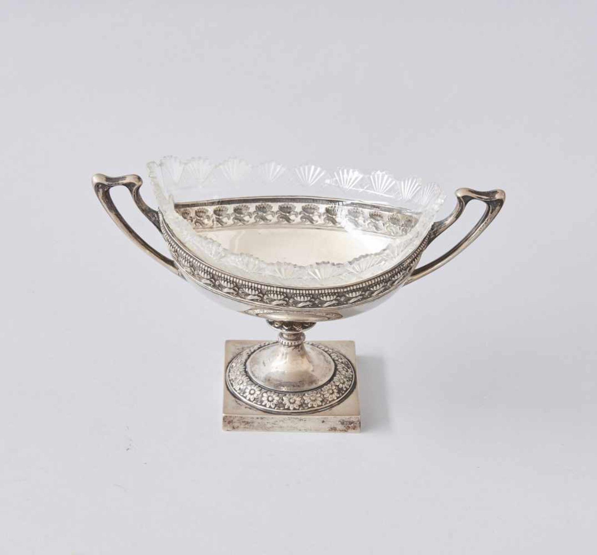 Los 71 - Jugendstil JardiniereMit Glaseinsatz, Silber 830 gestempelt.Gewicht ohne Glas 323 Gramm, Gewicht