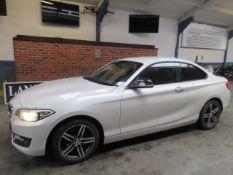 14 14 BMW 218D Sport