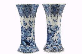 Paar große Delft Vasen, De Porceleyne Fles, Pair of large Delft vases,Fayence, Niederlande, gerippte
