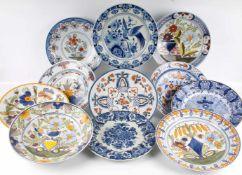 Konvolut niederländische Fayence, lot of dutch ceramic, 11 Fayence Teller/Schalen, u.a. Porcelaine