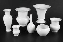 KPM Berlin - 7 Vasen, vases,Königliche Porzellanmanufaktur Berlin, blaue Zeptermarke, 7 Porzellan