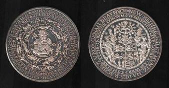 Braunschweig. Nachprägung aus Silber (1000)aus dem Jahr 1977 eines Juliuslösers zu 5 Talers von