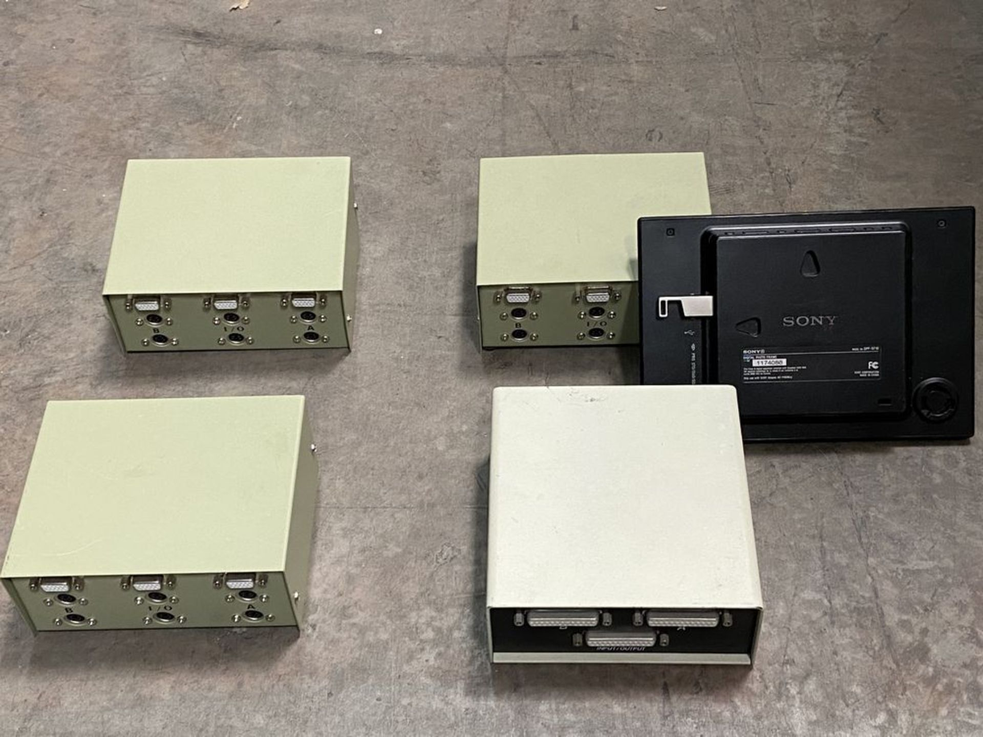 Lot 99 - 4 Data Transfer Switches and Photo Frame, Belkin, StarTech, Sony