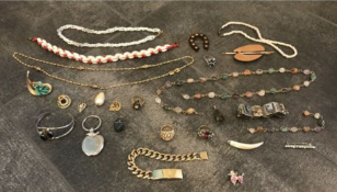 LOT OF ASSORTED SCRAP JEWELRY, NECKLACES, BRACELETS AND RINGS