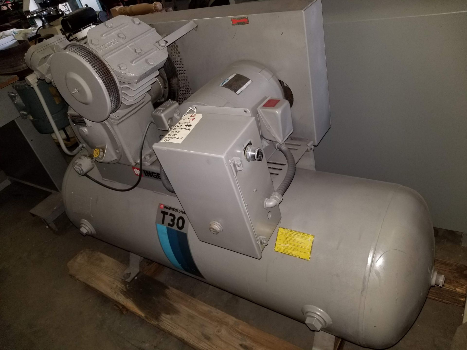 Lot 19 - Ingersoll-Rand 7.5hp air compressor T30 230/460V 3ph