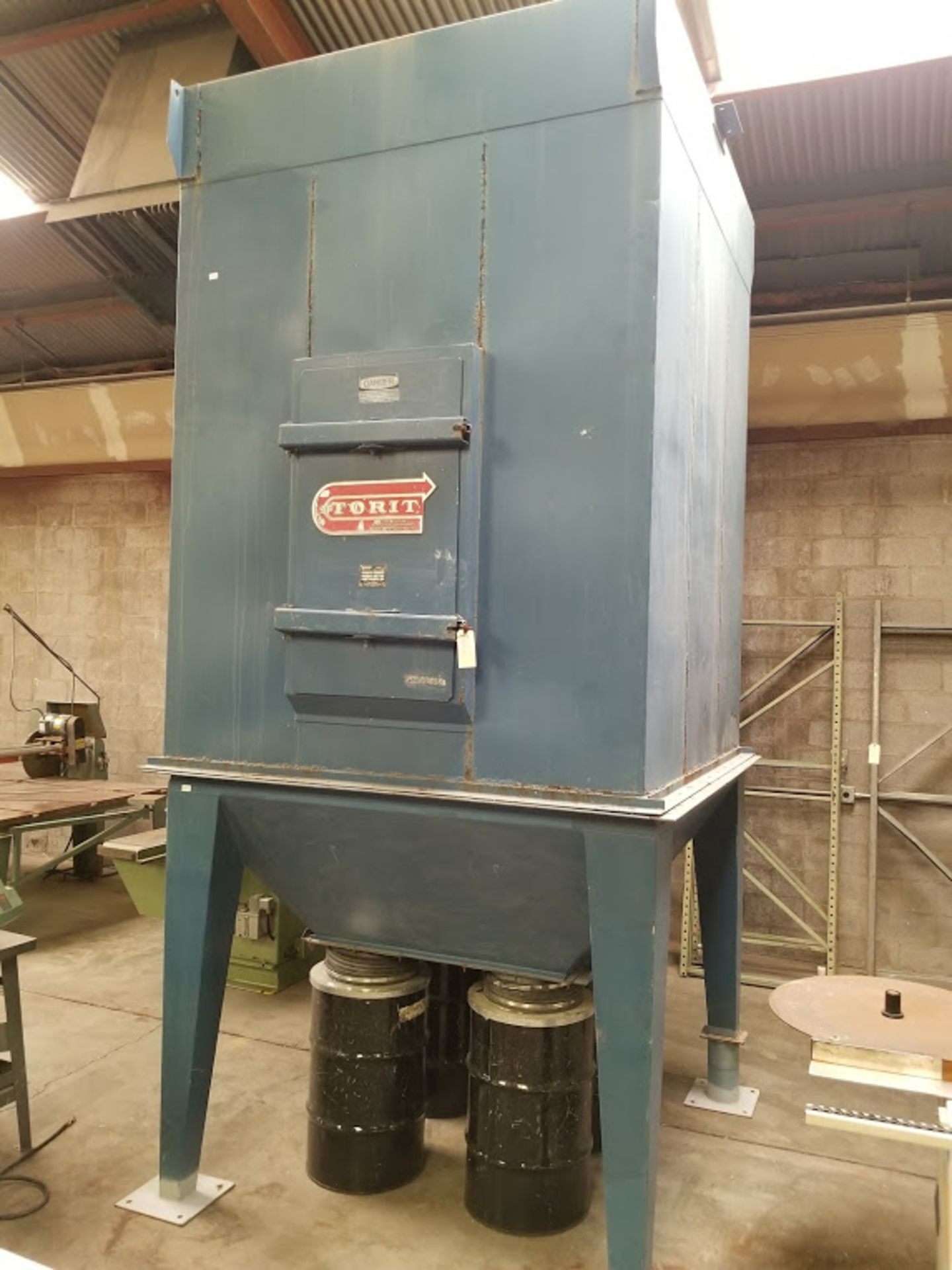 Lot 7 - Torit Bag House Dust Collector, Model #MIC-770-455 230/460 volt 15 HP 3phase with 4 Steel Drums