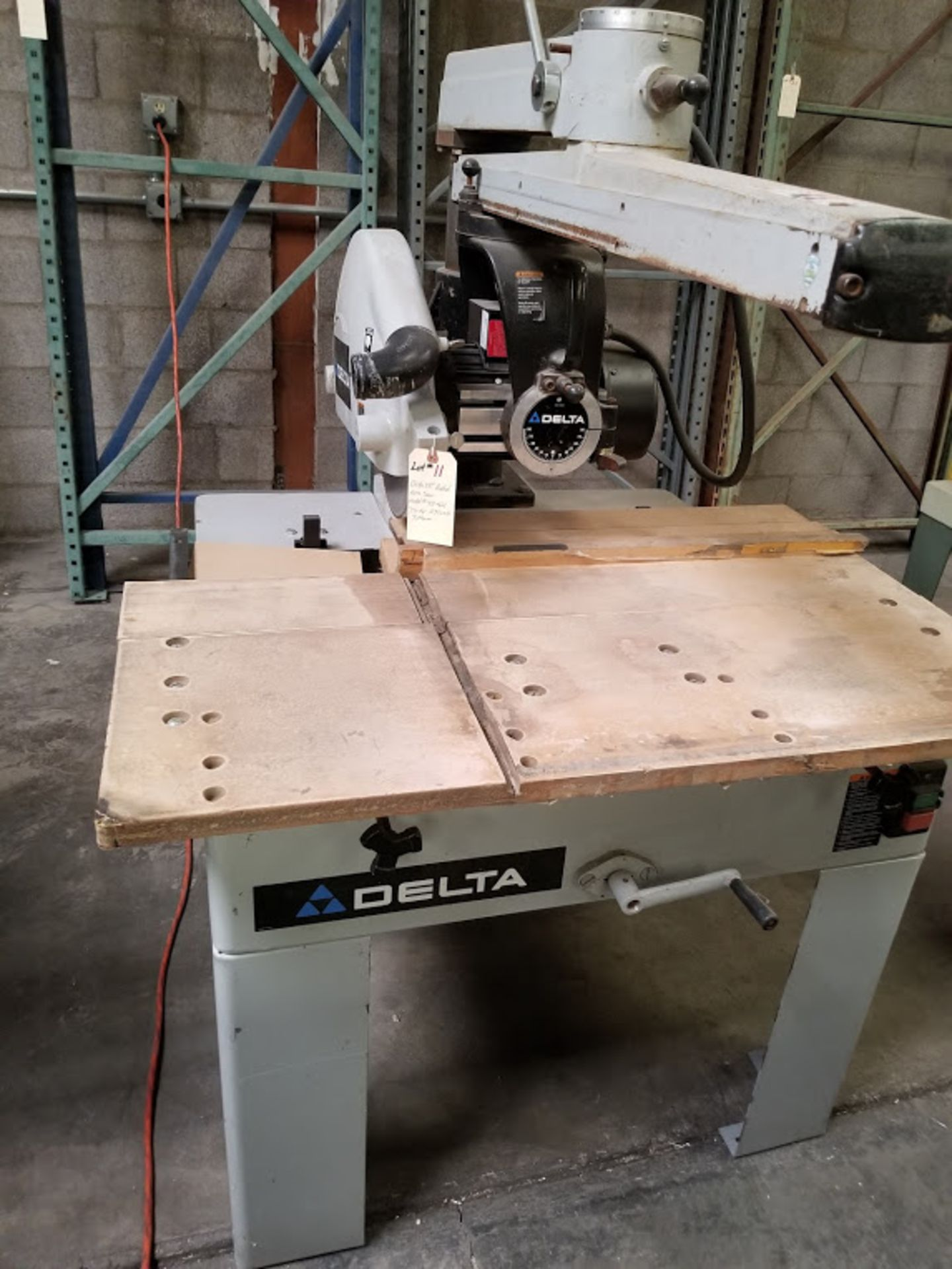 "Lot 11 - Delta 18"" Radial Arm Saw, Model #33-421, 7-1/2"" HP 230 volt 3phase"