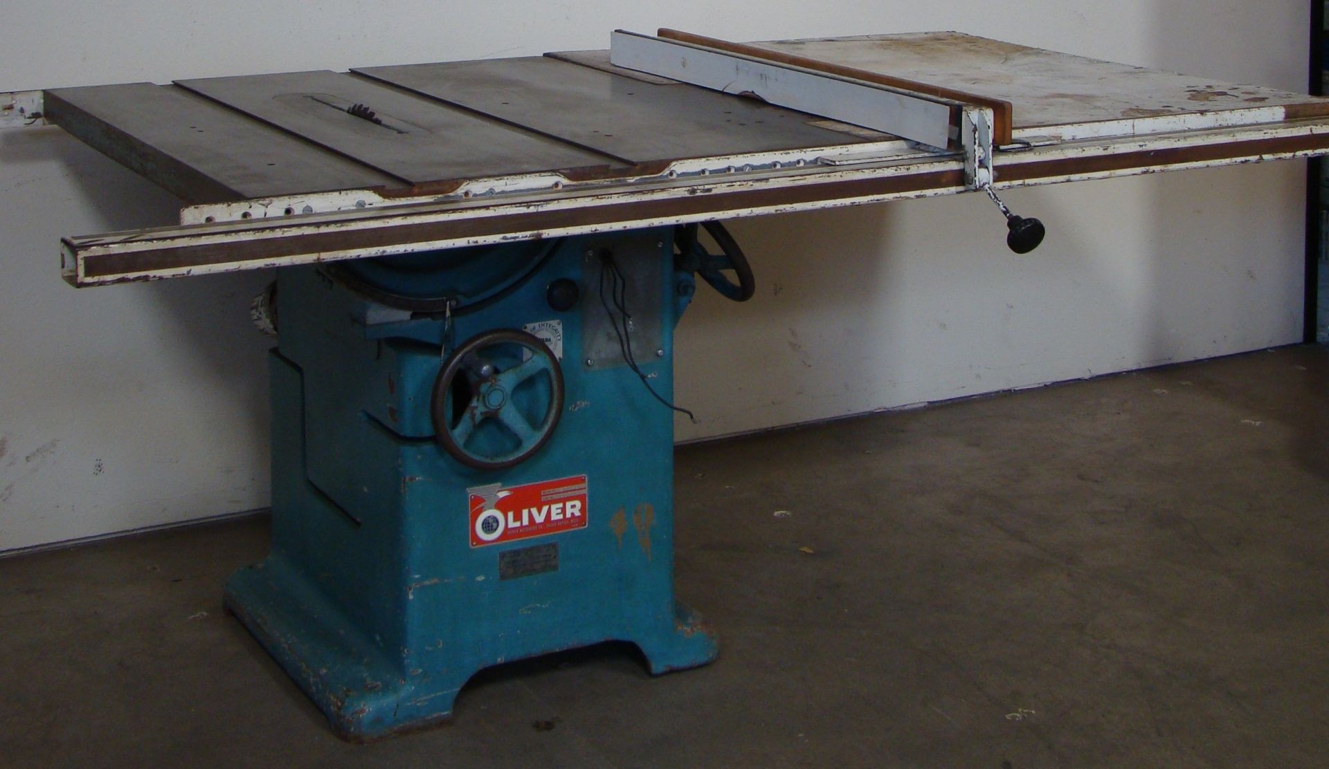 "Oliver 14"" Table Saw, W/ 50"" Biesemeyer Rails Fence 5HP 220 Volts 3 Phase Motor - Image 2 of 7"