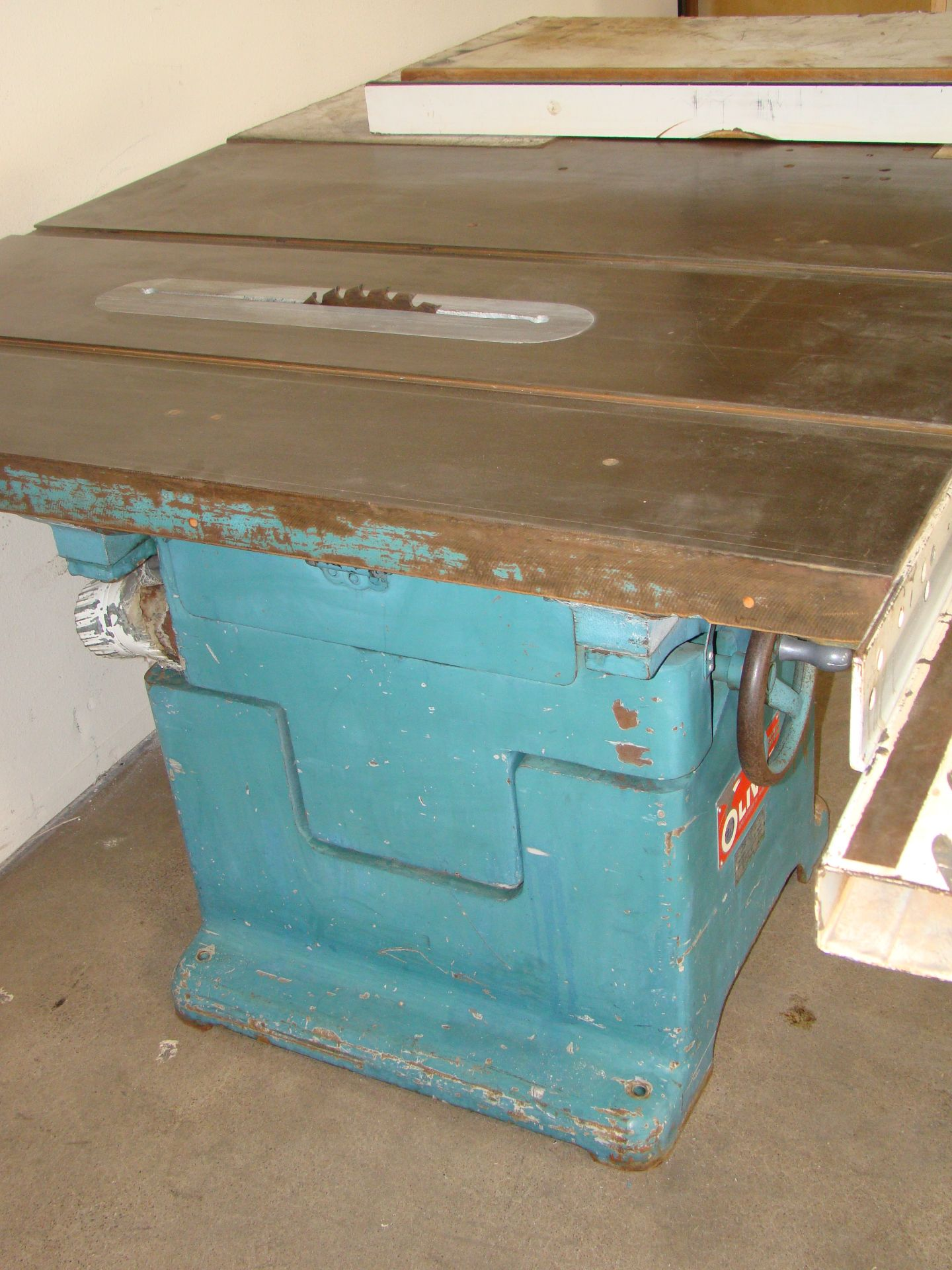 "Oliver 14"" Table Saw, W/ 50"" Biesemeyer Rails Fence 5HP 220 Volts 3 Phase Motor - Image 4 of 7"
