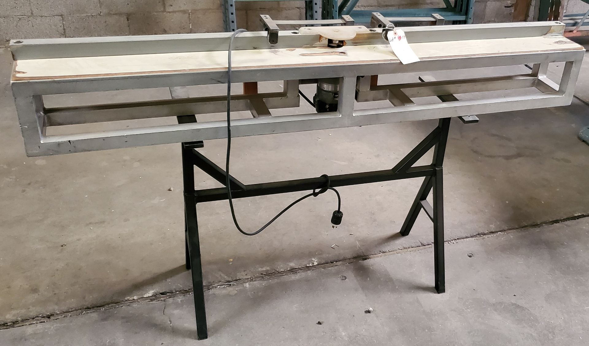 Lot 17 - Porter Cable 1-1/2 HP Router with Table, 115 Volts