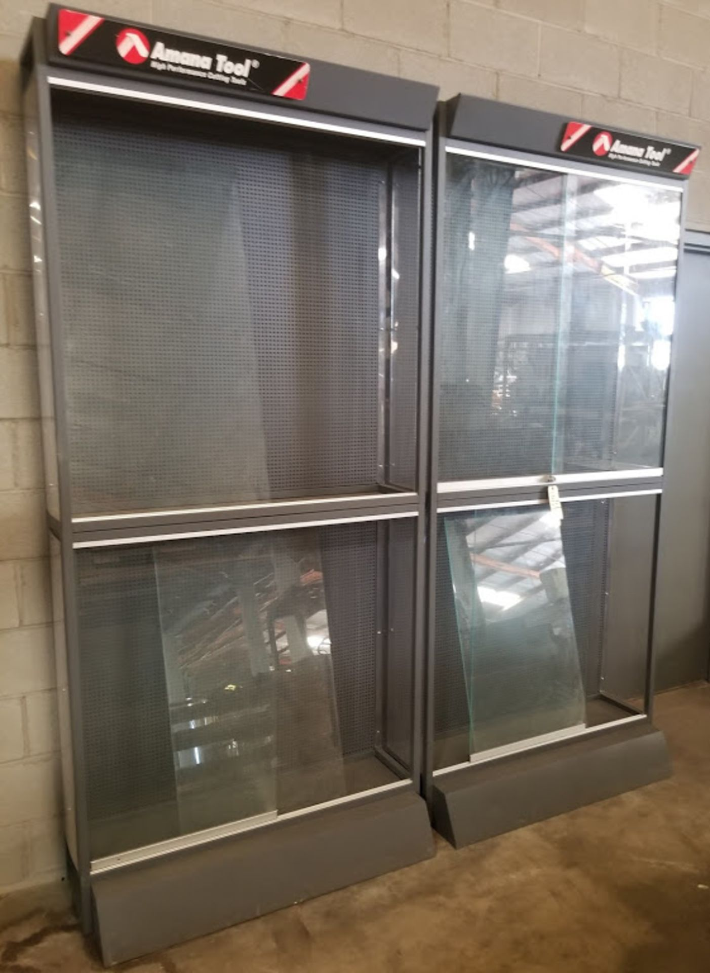 Amana Tool Glass Display Showcases (4 Compartments)