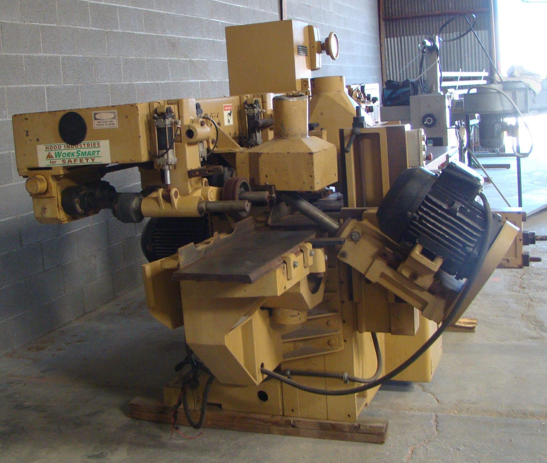 "SCMi 9"" Wood Moulder, Model: P230 5 Head 6.6HP 220/440 Volts 3Phase - Image 11 of 14"