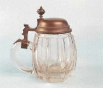 Humpenfarbloses Glas, mit längsverlaufenden Rillendekor, datiert 1875/1900, Zinnmontierung mit