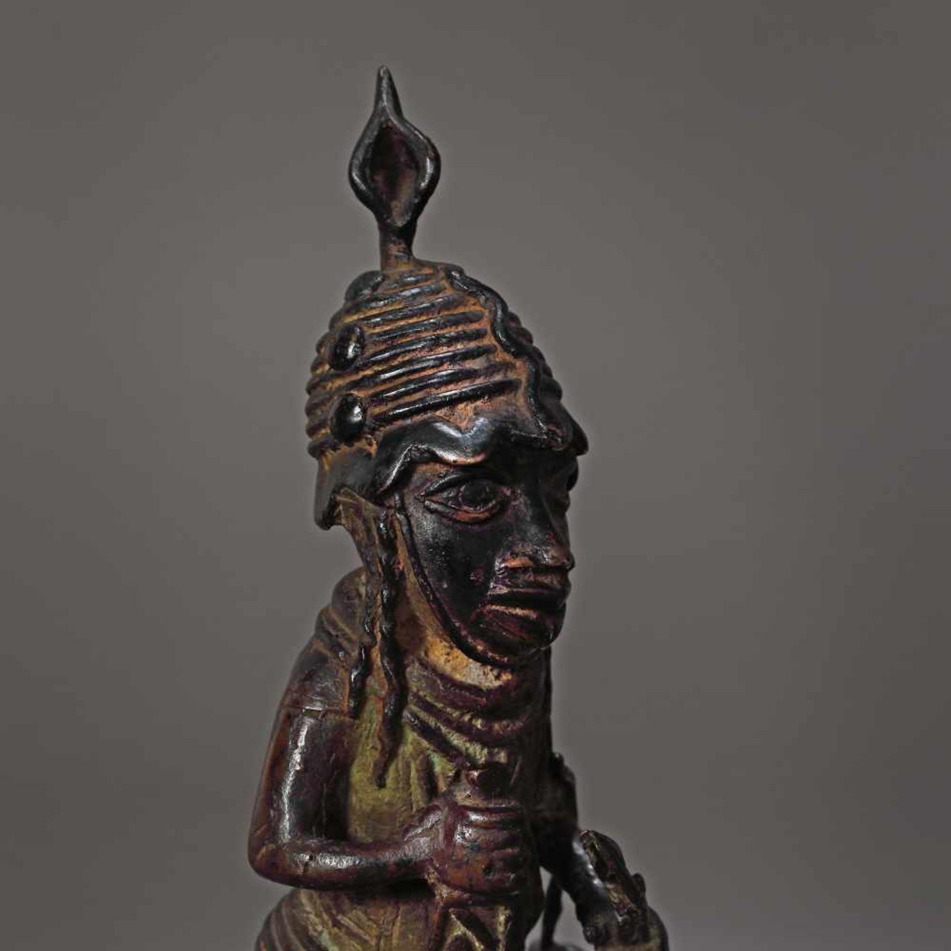Bronze statuette, representing a warrior, possibly Nigeria, early 20th century - Bild 4 aus 4