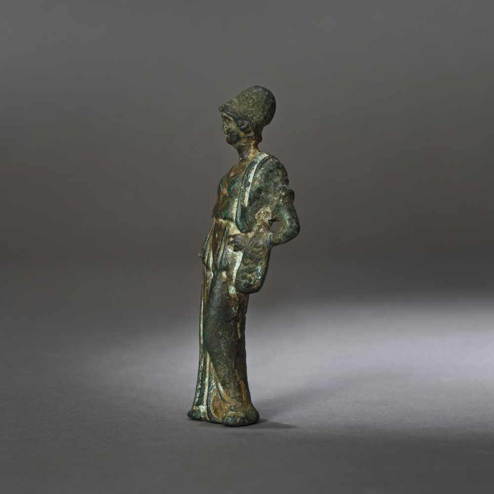 Bronze statuette depicting Athena, the goddess of wisdom, 1st century B.C. - Bild 2 aus 4