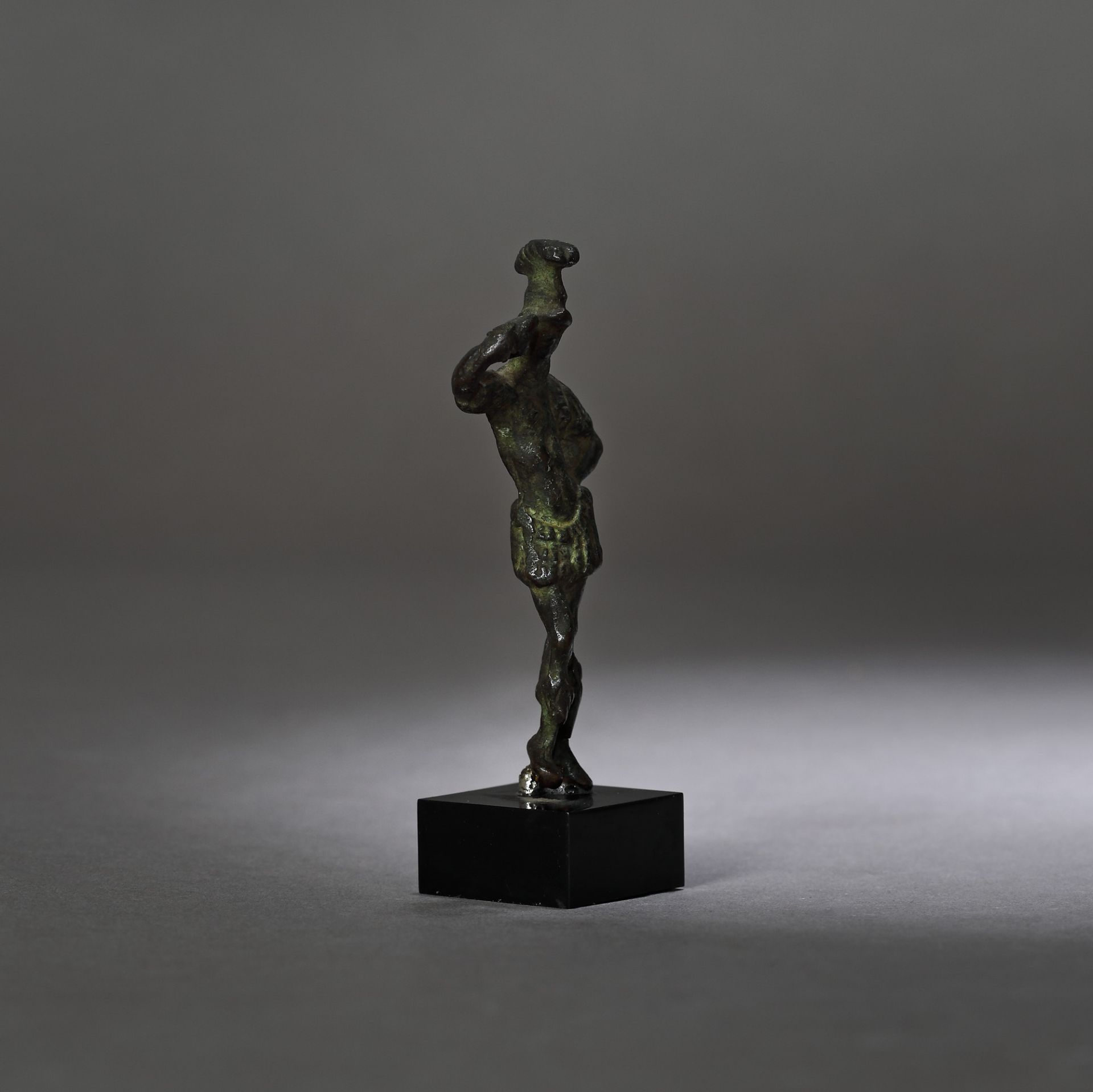 Bronze statuette depicting the god Mars, 2nd-1st century B.C. - Bild 2 aus 3