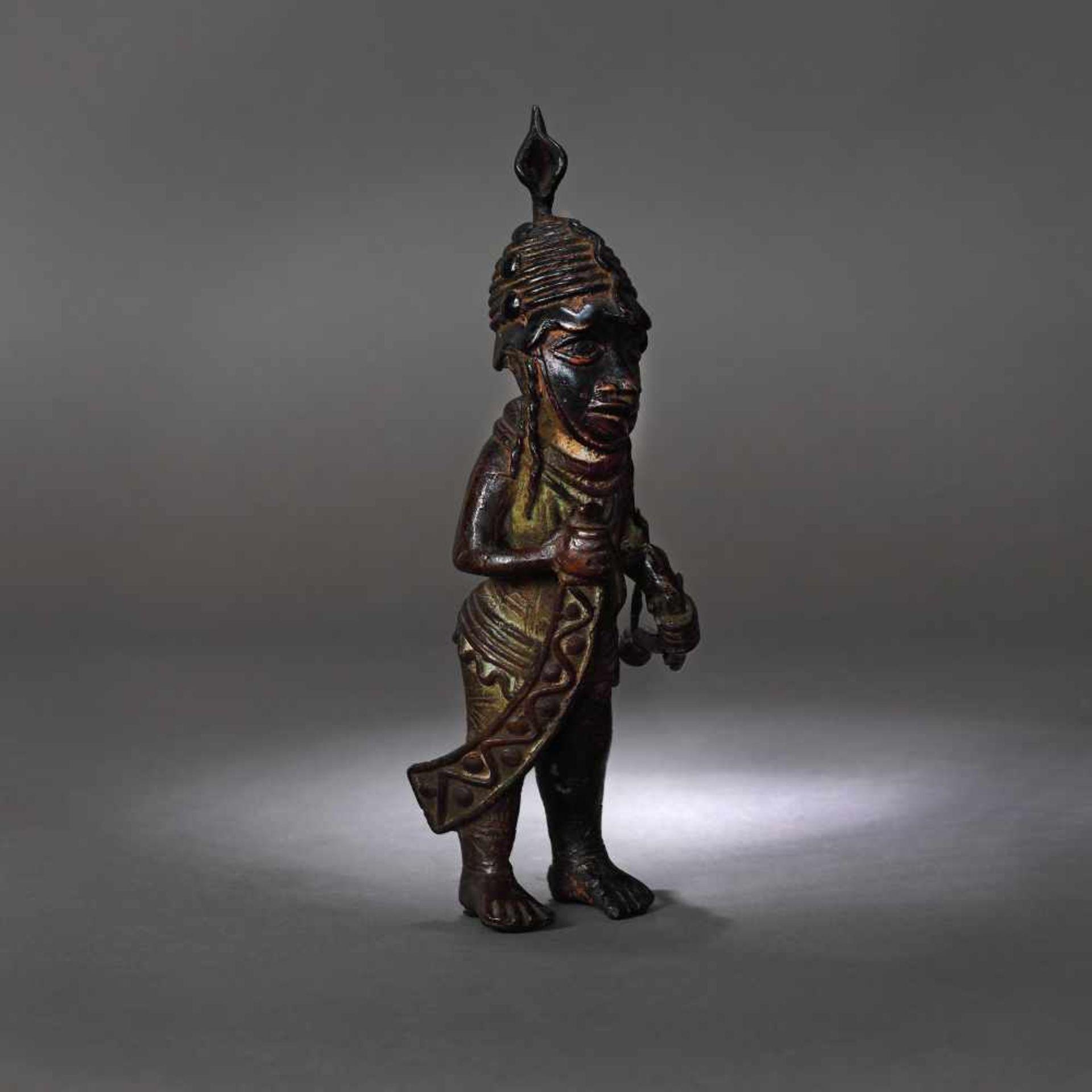 Bronze statuette, representing a warrior, possibly Nigeria, early 20th century - Bild 3 aus 4