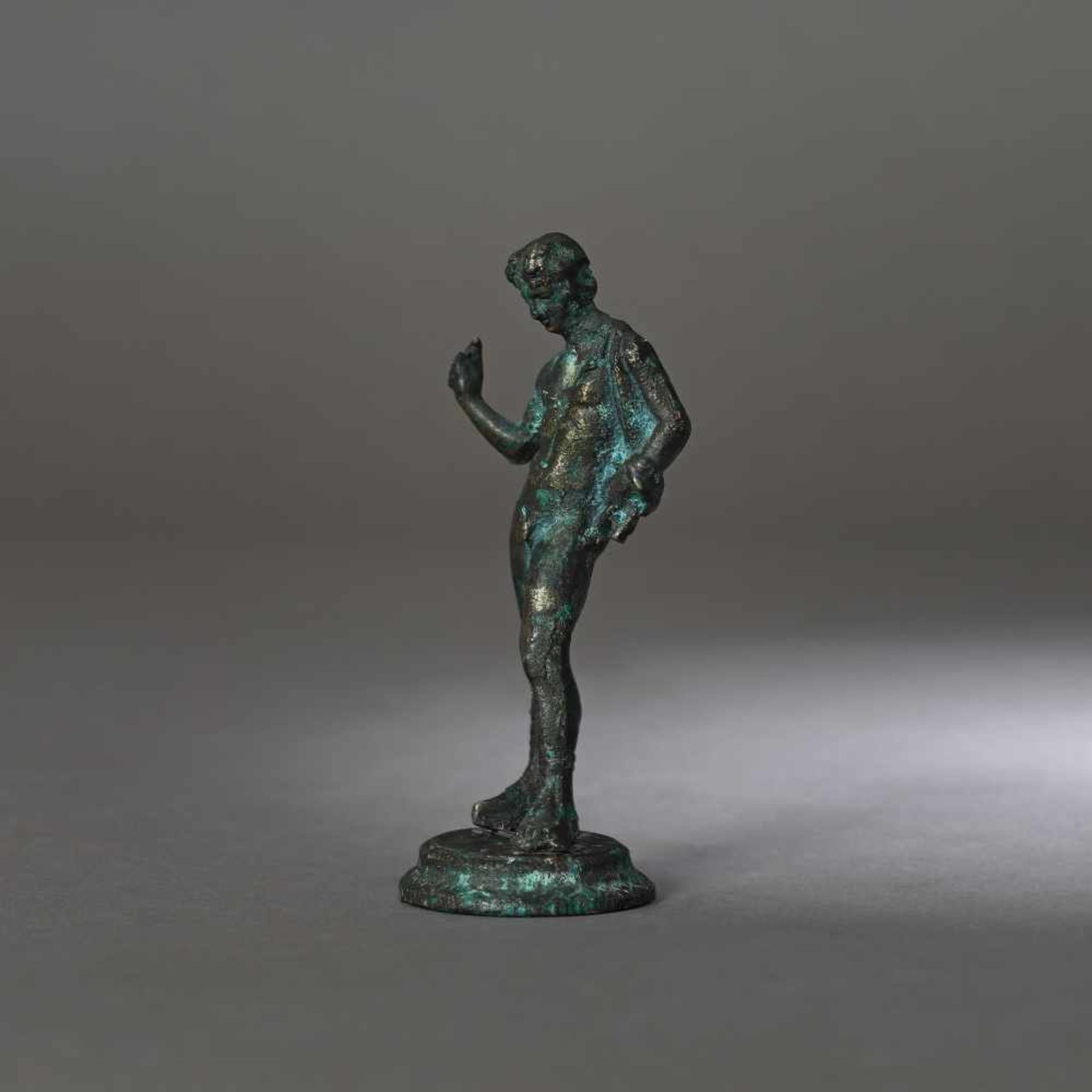 Bronze statuette depicting an ephebe, 2nd-1st century B.C. - Bild 3 aus 3