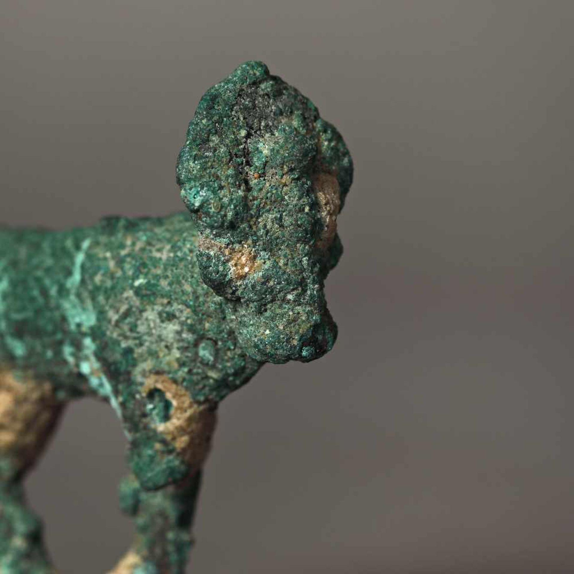 Bronze statuette depicting the god Apis transfigured into a bull, Egypt, 2nd-1st century B.C. - Bild 2 aus 2