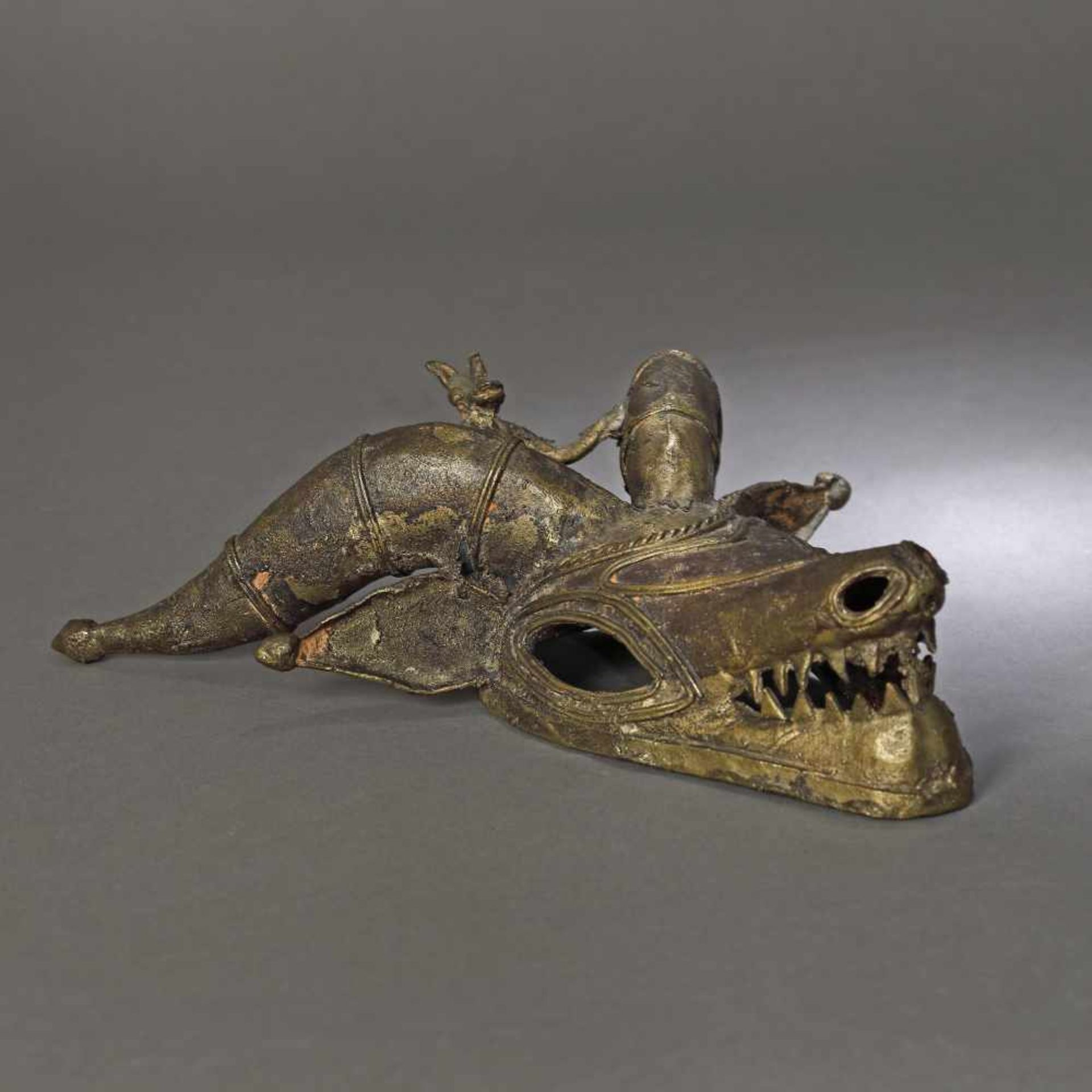 Bronze mask, representing a protective spirit (kponyungo), Ivory Coast, 19th century - Bild 2 aus 3