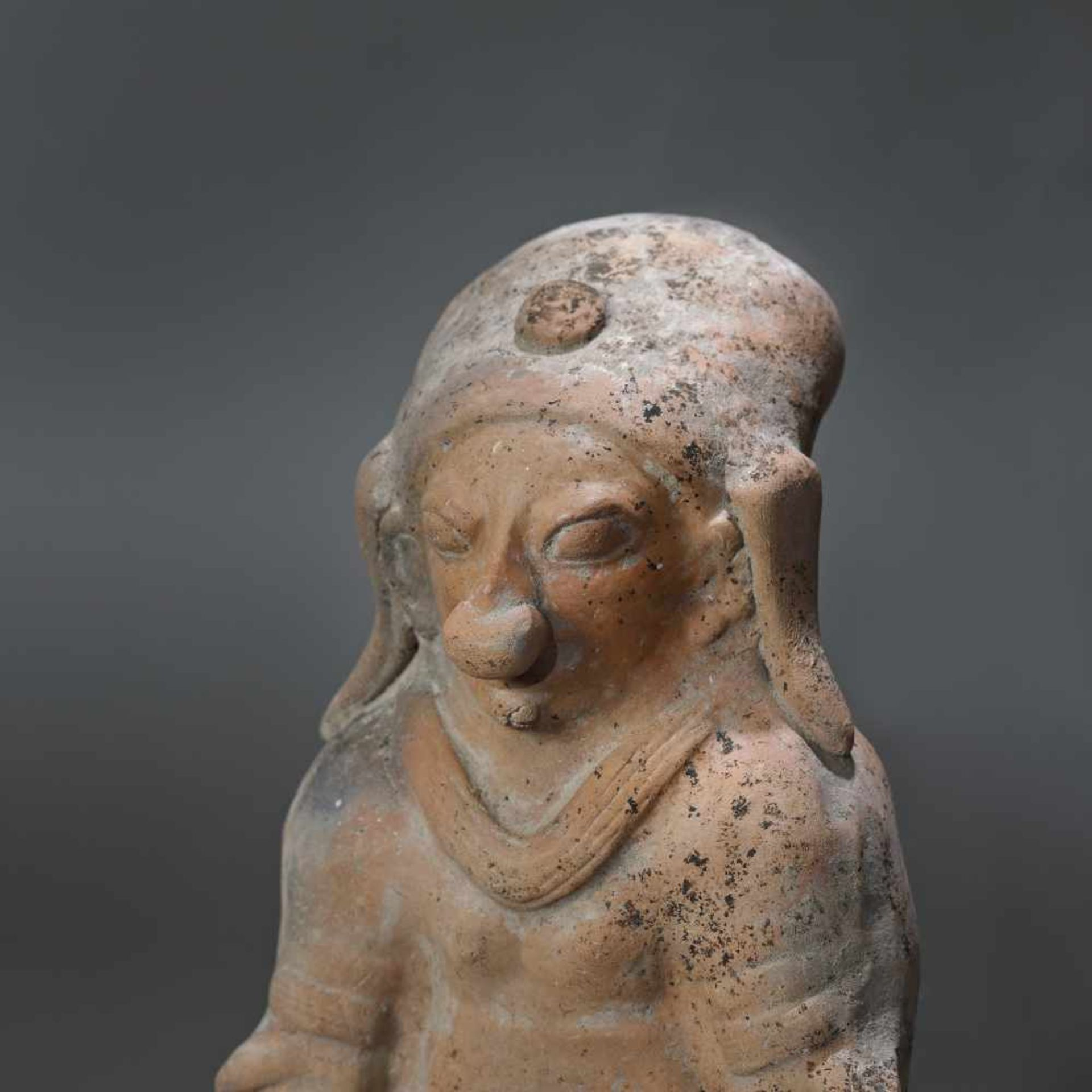 Terracotta statuette, depicting a female figure, Jama Coaque culture, Ecuador, approx. 1,700 years o - Bild 2 aus 5