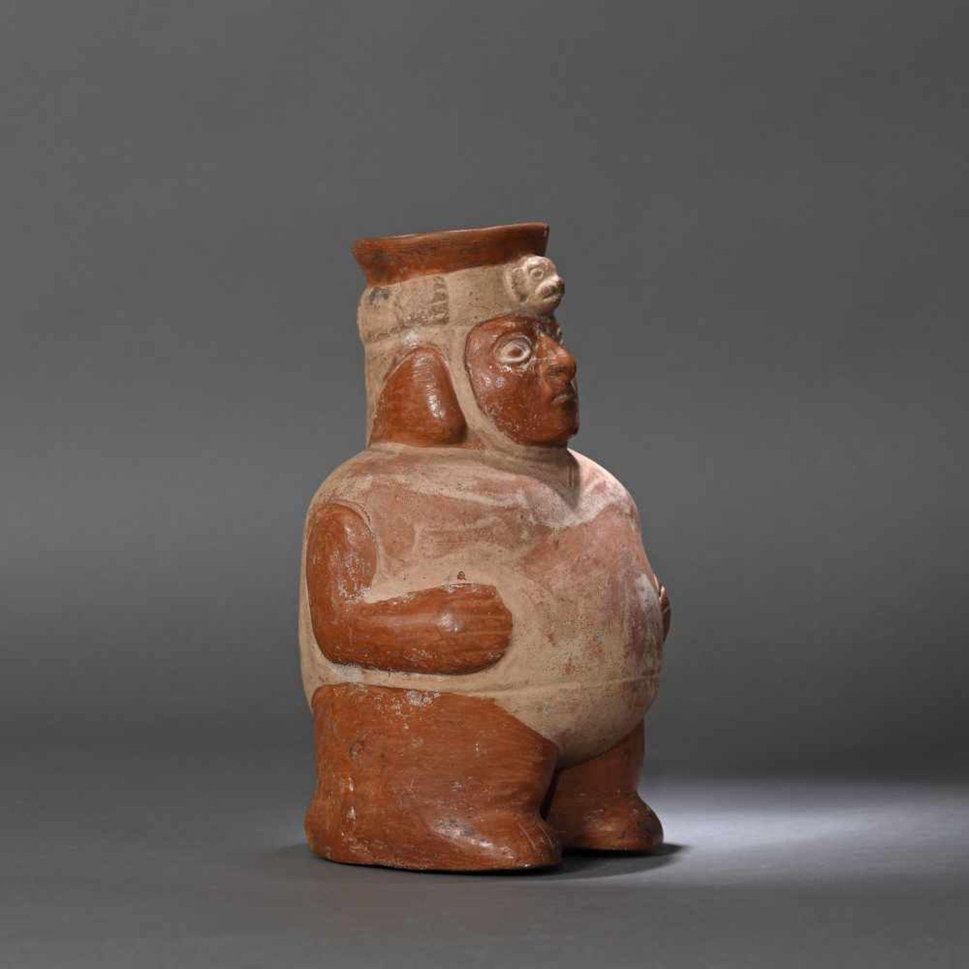Painted ceramic vessel, illustrating a man, Moche culture, Peru, approx. 1,200 years old, 9th centur - Bild 3 aus 6