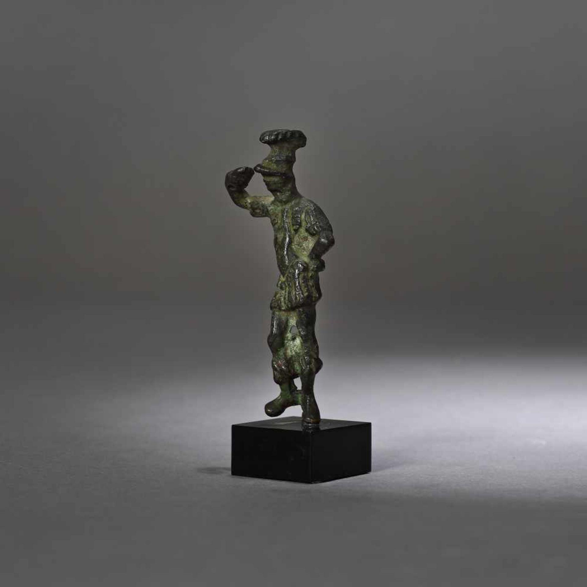 Bronze statuette depicting the god Mars, 2nd-1st century B.C. - Bild 3 aus 3