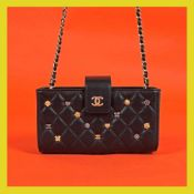 Chanel wallet-bag, quilted leather, with decorative charms, for women, accompanied by authenticity c