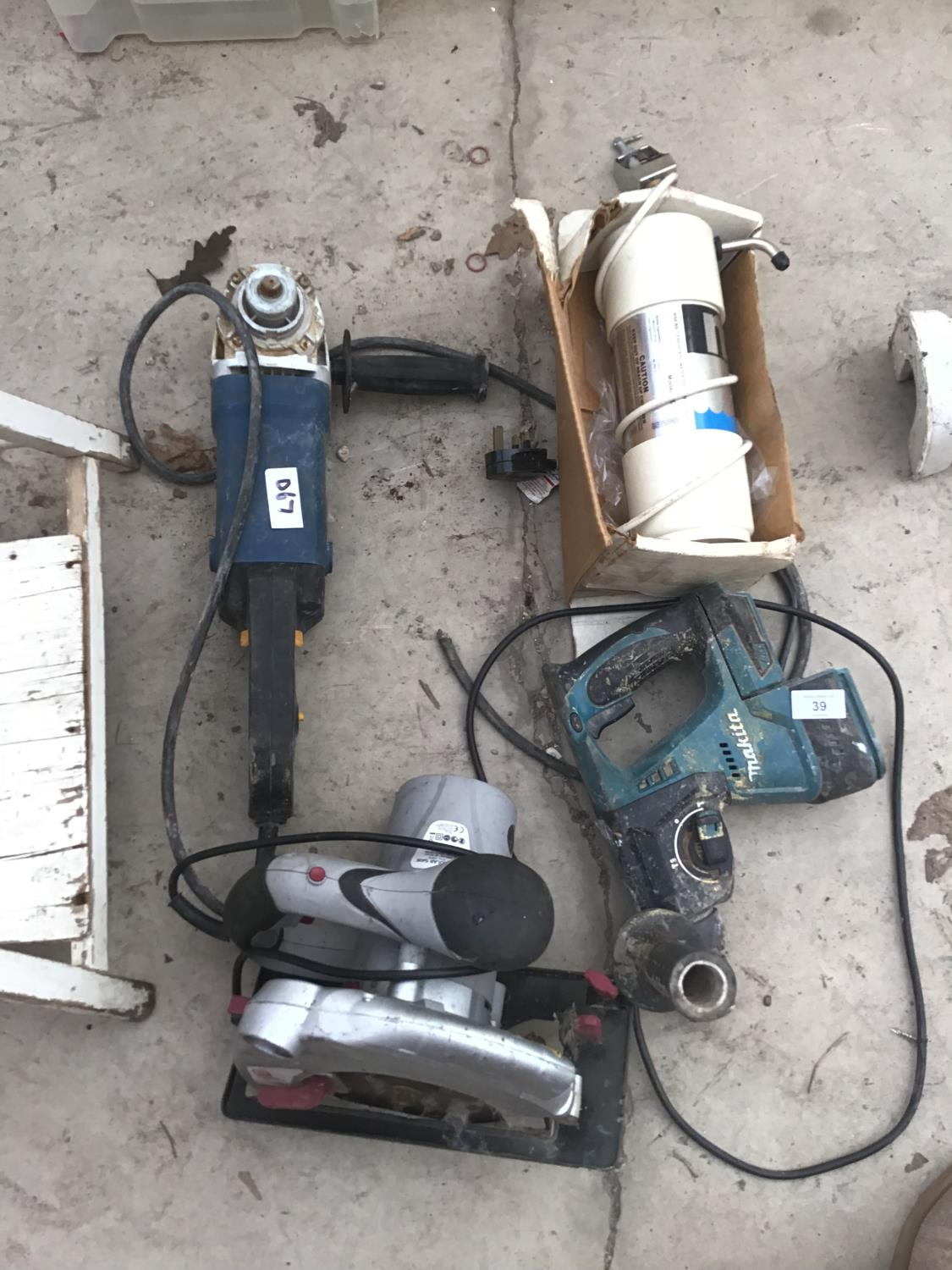 Lot 39 - FOUR POWER TOOLS TO INCLUDE A MAKITA DRILL, ANGLE GRINDER, ELECTRIC CIRCULAR SAW ETC SAW IN