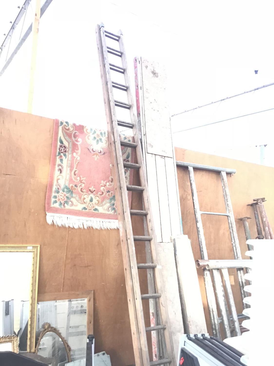 Lot 31 - A THIRTY TWO RUNG WOODEN TWO SECTION LADDER