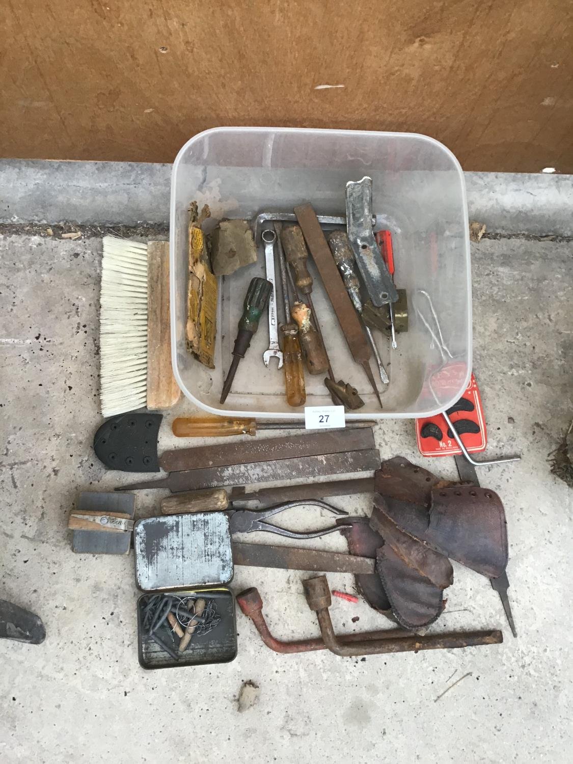 Lot 27 - VARIOUS TOOLS TO INCLUDE RASPS, PLIERS, SAW, SCREWDRIVER ETC