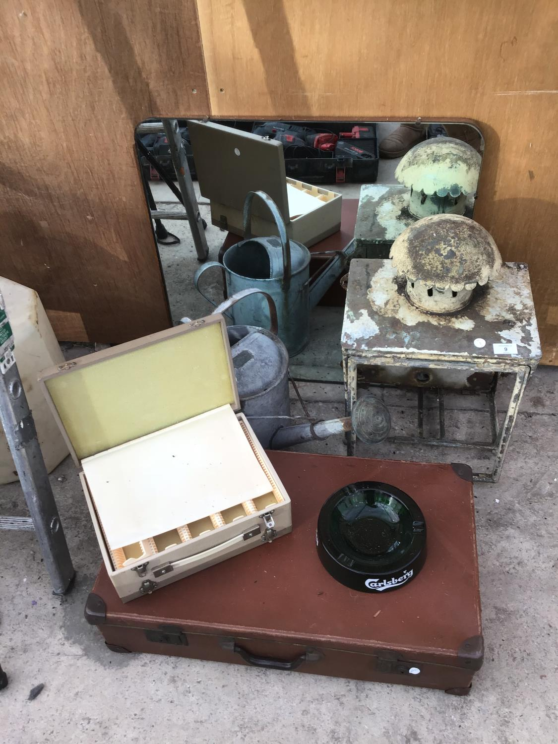 Lot 9 - VARIOUS ITEMS TO INCLUDE A LAMP TOP (NO GLASS), A MIRROR, VINTAGE SUIT CASE, GALVANISED WATERING CAN